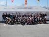 Gruppenfoto mit 23 von 25 Startern und den verantwortlichen Organisatoren